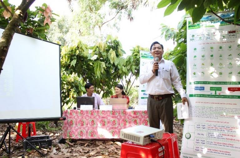 Dự Án Oxfam: CDC Tổ Chức Bàn Thông Tin Di Động Tại Xã Ea Dar, Huyện Ea Kar Tỉnh Daklak