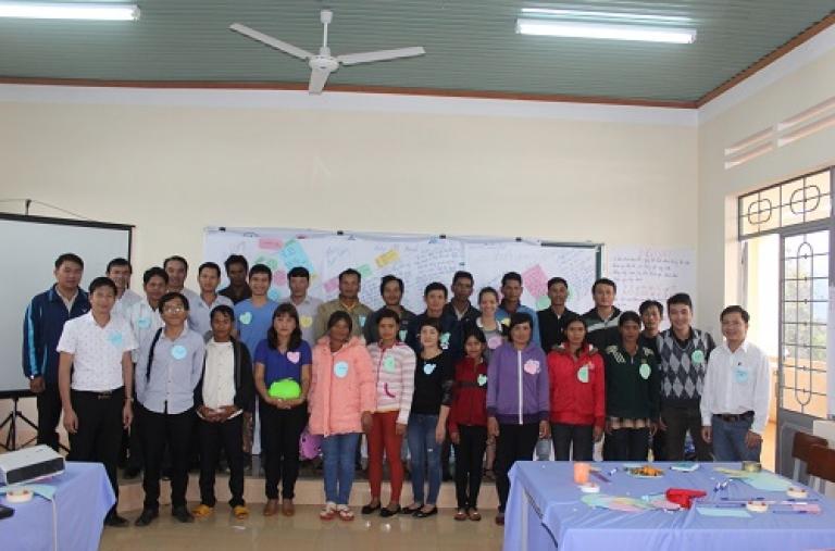 Trang bị kiến thức về kinh tế hộ cho cán bộ Dự án Giảm nghèo