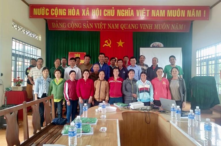Trung Tâm Phát Triển Cộng Đồng (CDC) tập huấn cho bà con nông dân tham gia Chương trình phát triển hồ tiêu bền vững