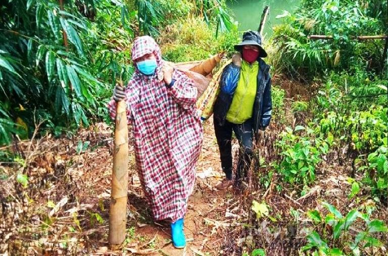Đắk Nông: Người quả bí, người túi măng, nông dân gom hàng trăm tấn nông sản gửi vào tâm dịch